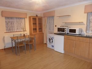 Apartment / Flat To Let in Lyme Regis Road, Banstead