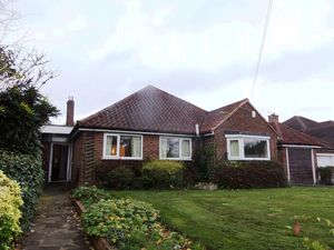 Bungalow To Let in Canons Hill, Coulsdon