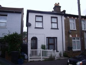 House To Let in Eland Road, Croydon