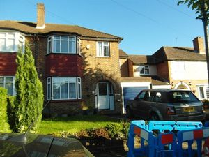 House To Let in Queenhill Road, South Croydon