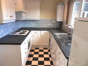 Apartment / Flat To Let in Pampisford Road, Purley