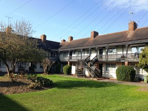 Apartment / Flat To Let in Manor Green Road, Epsom
