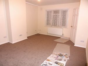 House To Let in Chipstead Valley Road, Coulsdon
