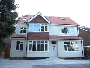 Apartment / Flat To Let in Brighton Road, Coulsdon