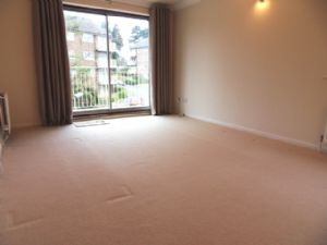 Apartment / Flat To Let in Basing Road, Banstead
