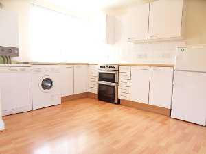Apartment / Flat To Let in Upper Lodge Way, Coulsdon