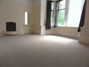 Apartment / Flat To Let in Godstone Road, Purley