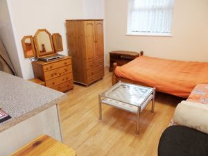 Apartment / Flat To Let in Stoneyfield Road, Coulsdon