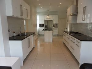 House To Let in Burcott Road, Purley