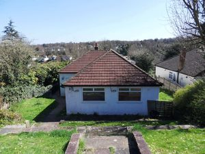 Bungalow To Let in Purley