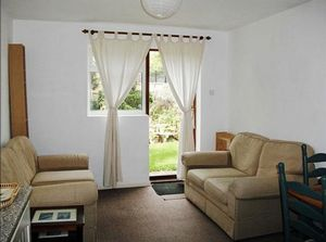 Apartment / Flat To Let in Deans Walk, Coulsdon
