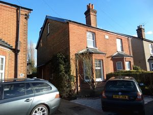 House To Let in Miles Road, Epsom