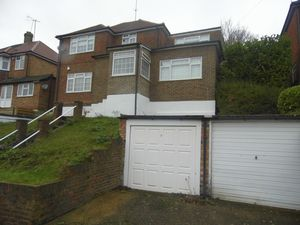 House To Let in Hyde Road, SOUTH CROYDON