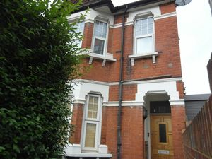 Apartment / Flat To Let in Greenside Road, Croydon