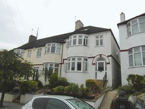 House To Let in Grangecliffe Gardens, London