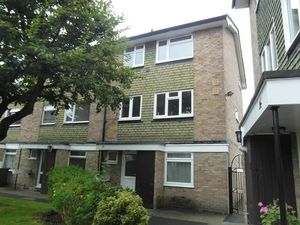 House To Let in Hyrstdene, South Croydon