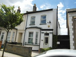 Apartment / Flat To Let in Cobden Road, London