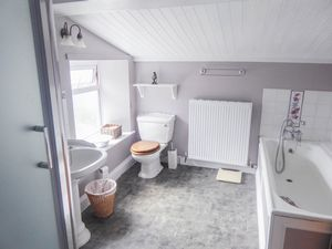 Bathroom - click for photo gallery