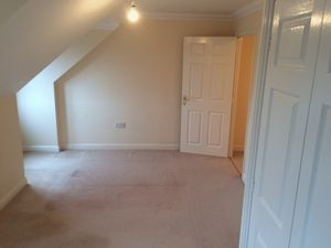 Apartment / Flat To Let in Maidenbower Place, Maidenbower, Crawley
