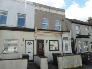 Apartment / Flat To Let in Dennett Road, Croydon