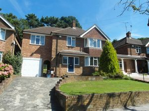 House To Let in Chapel View, South Croydon