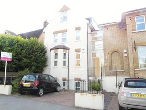 Apartment / Flat To Let in Outram Road, Croydon