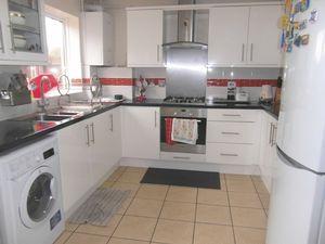 House To Let in Kelvin Gardens, Croydon