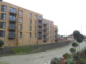 Apartment / Flat To Let in Tudor Court, 45 Connersville Way, Croydon