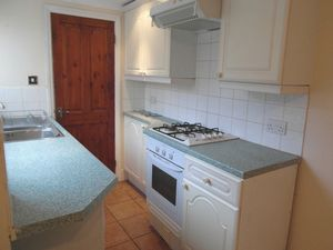 House To Let in Brighton Road, South Croydon