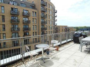 Apartment / Flat To Let in Whitestone Way, Croydon