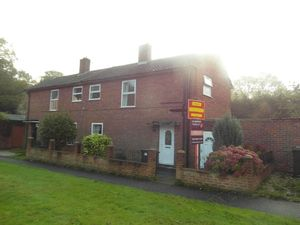 House To Let in Woodview Close, South Croydon