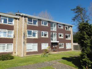 Apartment / Flat To Let in Sarel Way, Horley