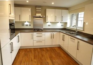 Apartment / Flat To Let in Illett Way, Kilnwood Vale, Faygate
