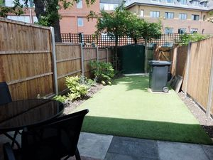 House To Let in Hawthorne Place, Epsom