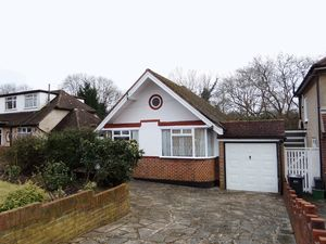 Bungalow To Let in Bradmore Way, Coulsdon