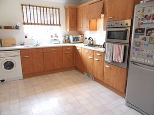 House To Let in Beckett Road, Coulsdon