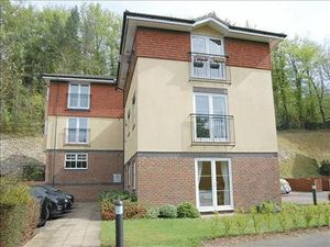 Apartment / Flat To Let in Hazel Way, Chipstead, Coulsdon
