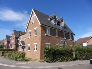House To Let in Blue Leaves Avenue, COULSDON