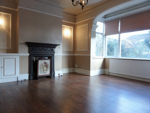 House To Let in Brighton Road, Purley