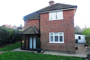 House To Let in Epsom Lane South, Tadworth