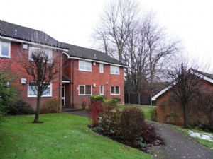 Apartment / Flat To Let in The Avenue, Tadworth