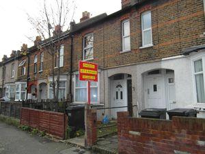 Apartment / Flat To Let in West Croydon