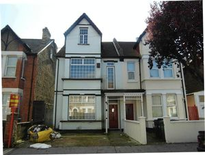Apartment / Flat To Let in Edith Road, London