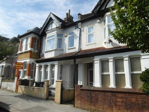 House To Let in Lebanon Road, Croydon