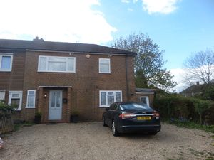 House To Let in Downlands Close, Coulsdon
