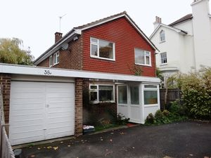 House To Let in Ashley Road, Epsom