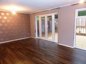 House To Let in Charlton Gardens, Coulsdon