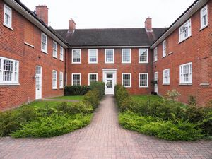 Apartment / Flat To Let in Cayton Road, Coulsdon