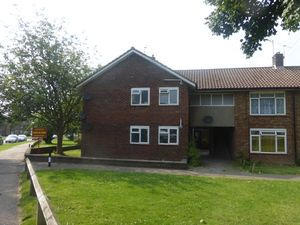 Apartment / Flat To Let in Langley Drive, Langley Green, CRAWLEY