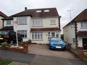 House To Let in Chipstead Way, Banstead
